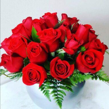 Arreglo 24 Rosas Rojas en Base Espejo
