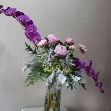 Peonias y Orquídea